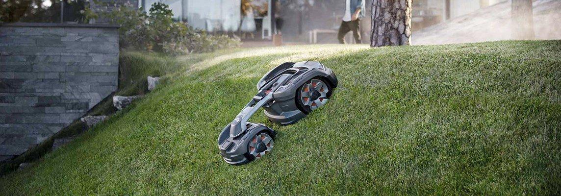 """""""Robotgräsklipparnas herre på täppan med oslagbar funktionalitet och prestanda"""", konstaterade Pricerunners testpanel om 450X. Foto: Husqvarna."""